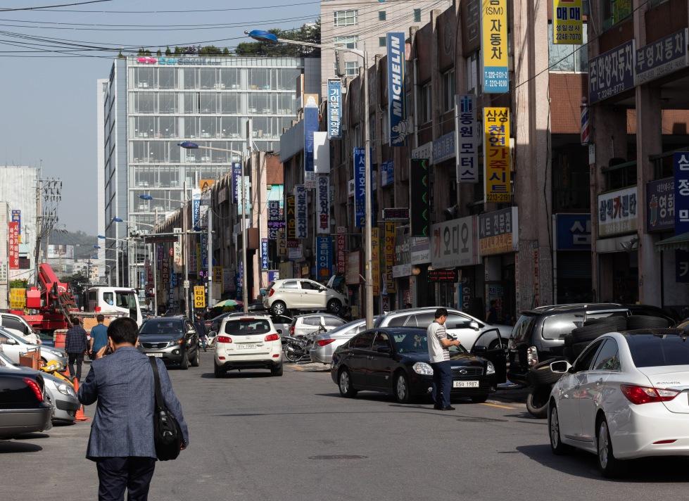 Somewhere in Seoul. Photo by Ian Baldessari