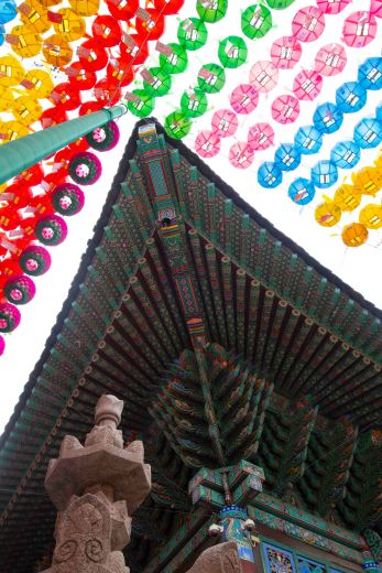 Temple details in the heart of Seoul.